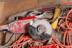 Elektrowerkzeug reinigen und pflegen